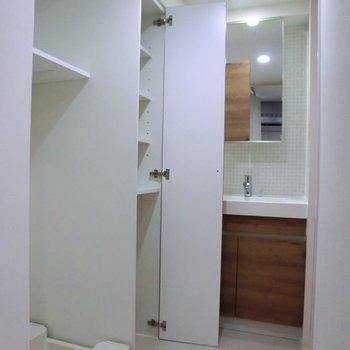 洗面所スペースの上手な使い方♪※2階別部屋反転間取りの写真です。