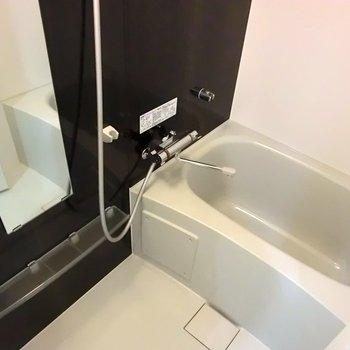 浴室乾燥機付き!!※2階別部屋反転間取りの写真です。