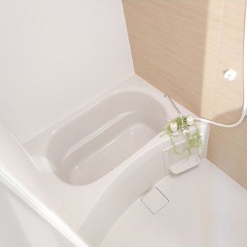 浴室乾燥機完備で、雨の日も安心!※1階別部屋反転似た間取りの写真です。