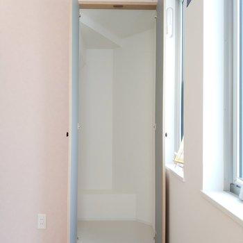 まさかのウォークインクローゼット!※1階別部屋反転似た間取りの写真です。