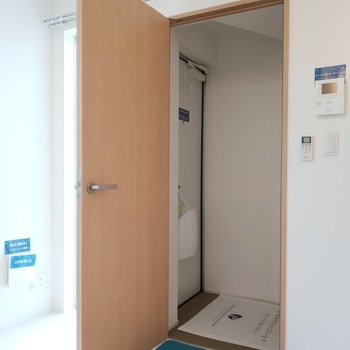玄関はしっかりとあります。※1階別部屋反転似た間取りの写真です。