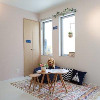 リビングは思いっきり可愛くしたいですね。※1階別部屋反転似た間取りの写真です。