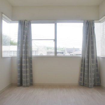 明るい室内◎お部屋から見える景色も素敵★
