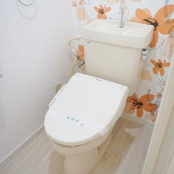 トイレのクロスも可愛らしい★