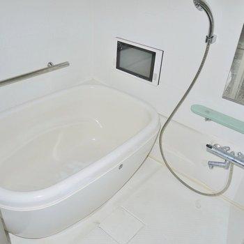 憧れの浴室テレビ!※写真は同間取り別部屋のものです。