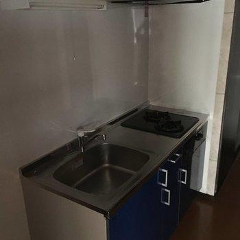 キッチンはこちら。十分だ。※写真は1階別部屋反転似た間取りです。