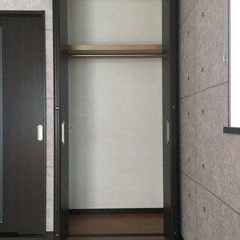 クローゼット十分の広さ!※写真は1階別部屋反転似た間取りです。