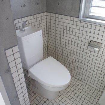 トイレはタイル貼りに!※写真は2階別部屋同間取りのものです。