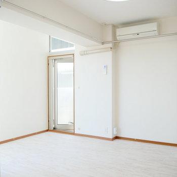 こちらがリビング。 ※4階同間取りの別部屋の写真です