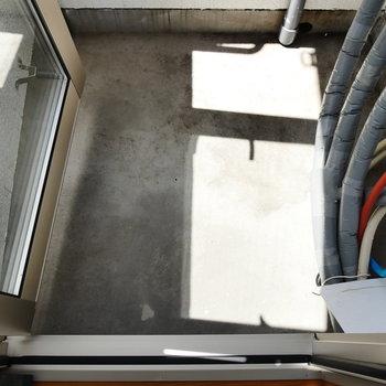 バルコニーは一歩出られる程度。 ※4階同間取りの別部屋の写真です