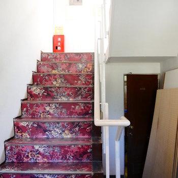 お部屋までは階段でがんばりましょう~