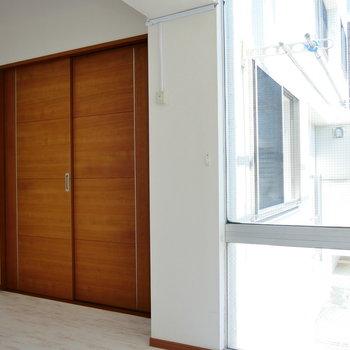 洋室とはしっかり仕切れます。 ※4階同間取りの別部屋の写真です