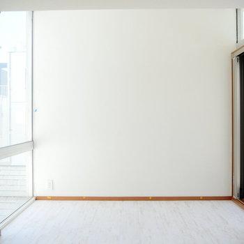 リビングに窓がたくさんあるのが嬉しいな。 ※4階同間取りの別部屋の写真です