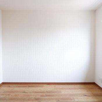 【5.3帖洋室】プライベート空間これだけあると十分ですね。