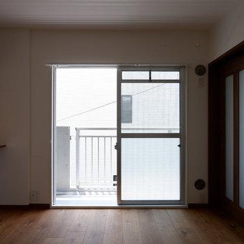 【リビング側6帖洋室】扉で仕切っても圧迫感無いですよね♪
