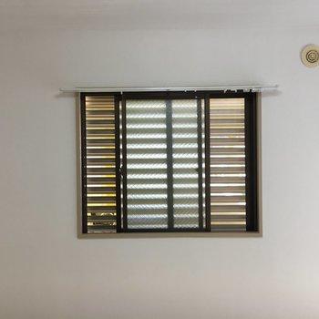 小さな窓。可愛いです。