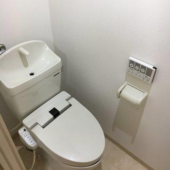 トイレも個室。落ち着く雰囲気。