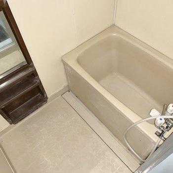 週1回、入浴剤いれたりしてリフレッシュ※写真は通電前のものです。フラッシュを使用して撮影しています