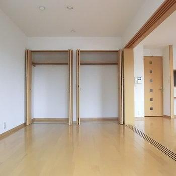 こちら寝室。クロゼットも十分。※写真は3階の同間取り別部屋のものです。