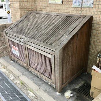 共用部】ゴミ捨て場までウッディ!
