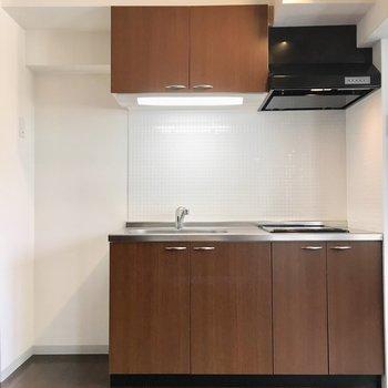 横には冷蔵庫スペースもしっかりあります。