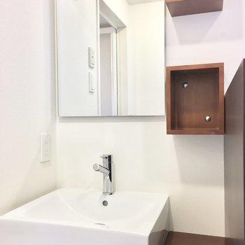 洗面台はホテルチックに。(※写真は3階の反転間取り別部屋のものです)