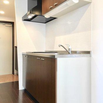 横には冷蔵庫スペースもしっかりあります。(※写真は3階の同間取り別部屋のものです)