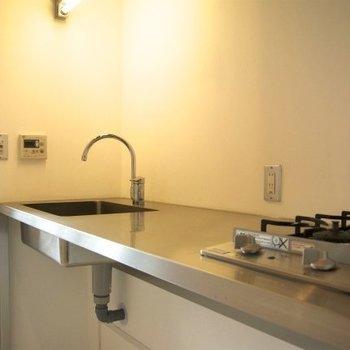 キッチンは2口のでデザインキッチンです※写真は同間取りの別部屋のものです