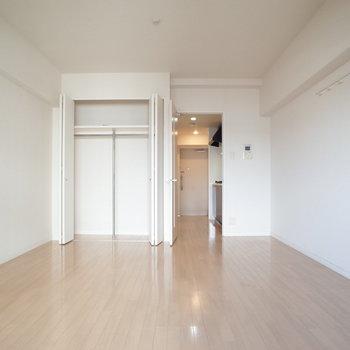 10畳でひろーい!※写真は別間取り6階のお部屋です。