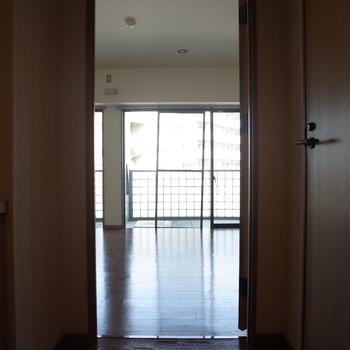 玄関からの風景(※写真は6階の同間取り別部屋のものです)