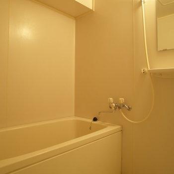 こちらがお風呂~(※写真は6階の同間取り別部屋のものです)