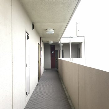 外廊下ですが気にならないくらい清潔に。