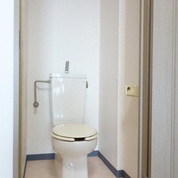 個室トイレはシンプルに。