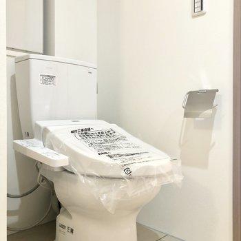 トイレは嬉しいウォッシュレット付き♩