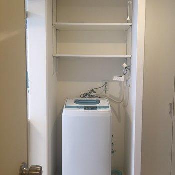 キッチンの横には洗濯機!なんと設備です。