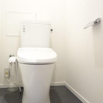 ウォシュレットつきトイレは個室。