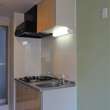 キッチンはナチュラルな感じ!※写真は同タイプの別室です。