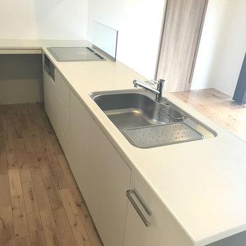 このキッチン、素敵すぎる!おしゃれなごはん作ろ〜っと。※写真は別室です