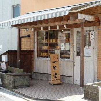 人気の食パン専門店がありましたよ。