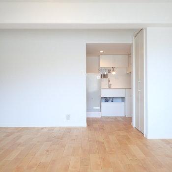 ちらっとキッチンがお目見え※写真は前回リノベーションしたお部屋です。