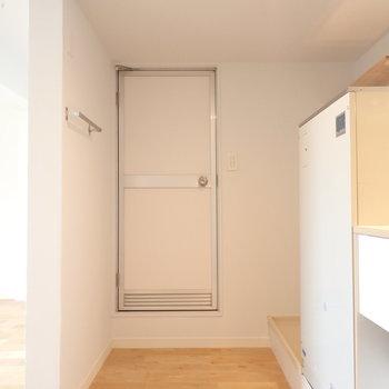 水回りの扉がレトロ!※写真は前回リノベーションしたお部屋です。