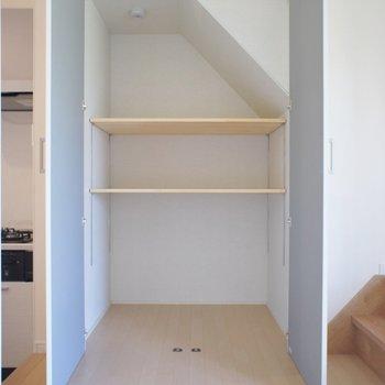 階段下にもたっぷり収納スペース☆彡