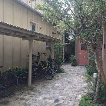 続いて共有部!自転車置場もありました。