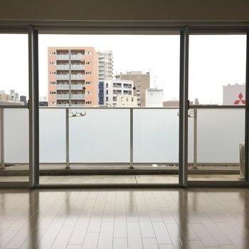 窓が広いな〜。ベランダも広かった!※写真は別室です。