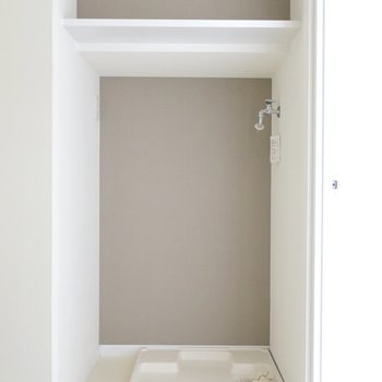 洗濯機置場はロールカーテンで目隠しもできます◎(※写真は通電前のものです)