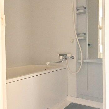浴室乾燥機能付き!ポールもあって便利です。