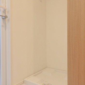 洗濯機置き場は洗濯機置き場はこちら。※写真は同間取り別部屋のものです。
