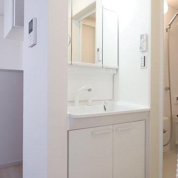 独立洗面台も完備。