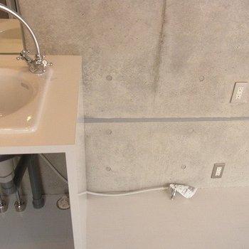 ここに洗濯機をおきます。※2階別部屋同間取りの写真です。