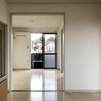 【DK】DKから洋室を見てみる。※写真は通電前のものです